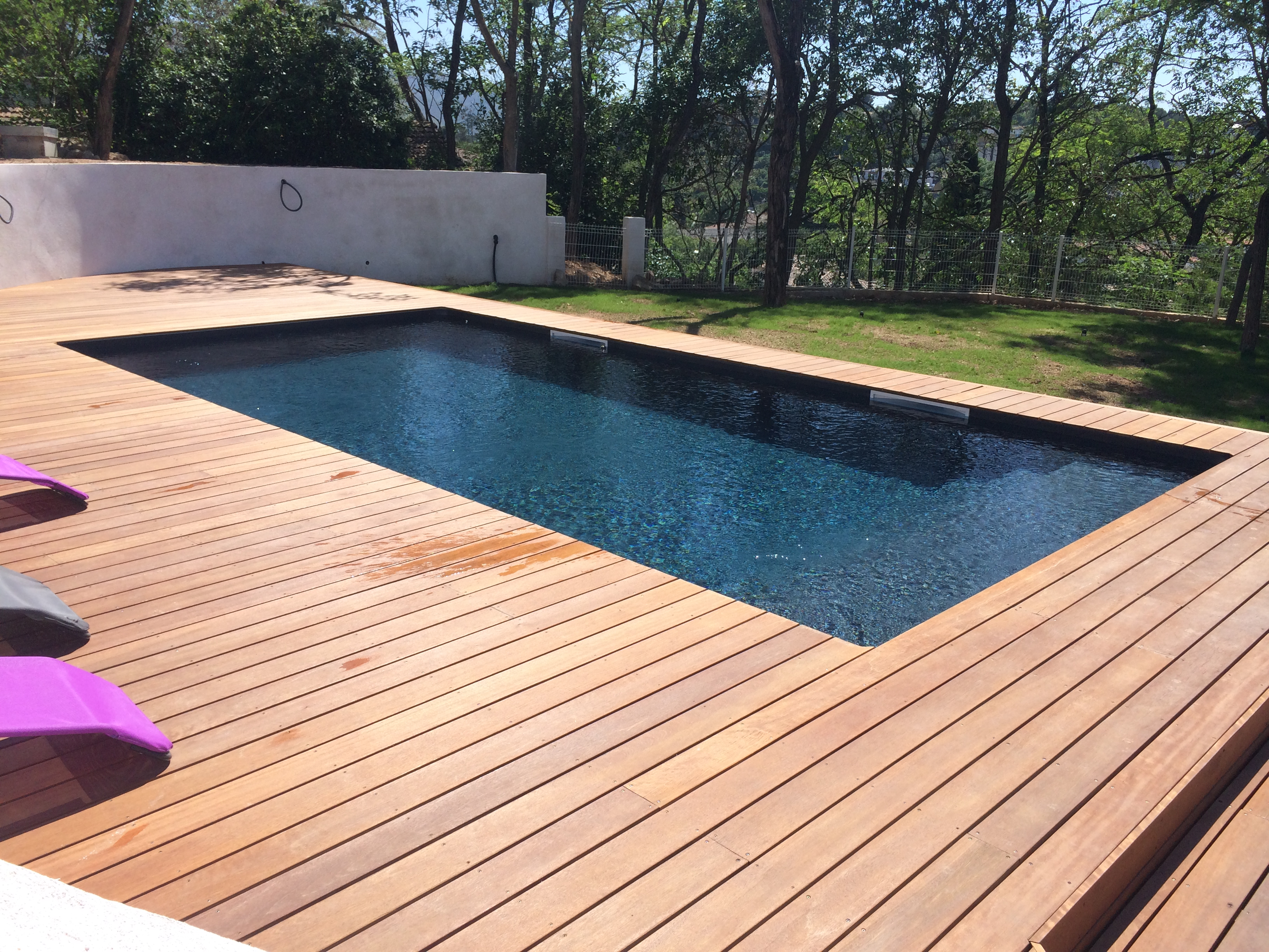 Constructeur de piscine en bois hy res for Piscine demontable bois